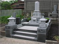 2004年4月~6月 公営墓地にて