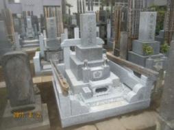 2011年7月~8月 寺院墓地にて 改修工事