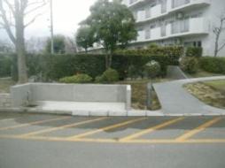 2012年2月~4月 公営団地にて 外構石積み工事、RC造工事、塗装工事