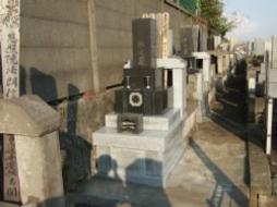 2008年9月~10月 公営墓地にて