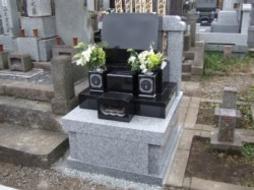 2007年10月~11月 寺院墓地にて