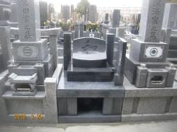 2010年2月~3月 寺院墓地にて